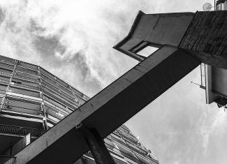 Matteo Orlandi, Via Napoli, passerella e ascensore condominiali. Photo Matteo Orlandi