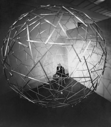 Richard Buckminster Fuller, Tensegrity Sphere, Expo 67, Montréal 1967 © The Estate of R. Buckminster Fuller. Courtesy Science Photo Library. Photo Hans Namuth