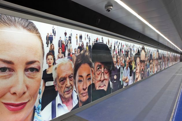 Stazione Toledo, Oliviero Toscani, Razza Umana. photo Peppe Avallone, ANM SpA