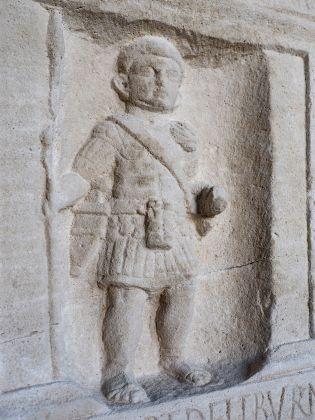 Stele funeraria di un classiario marmo prima metà del I secolo d.C