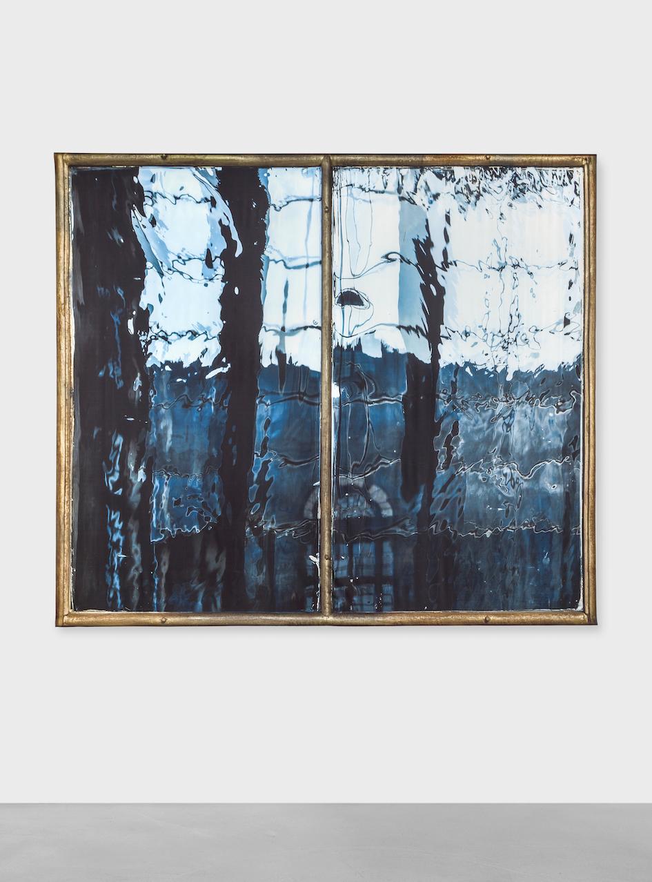 Elisa Sighicelli,Untitled (4943), 2018 fotografia stampata su raso 220 x 253 cm
