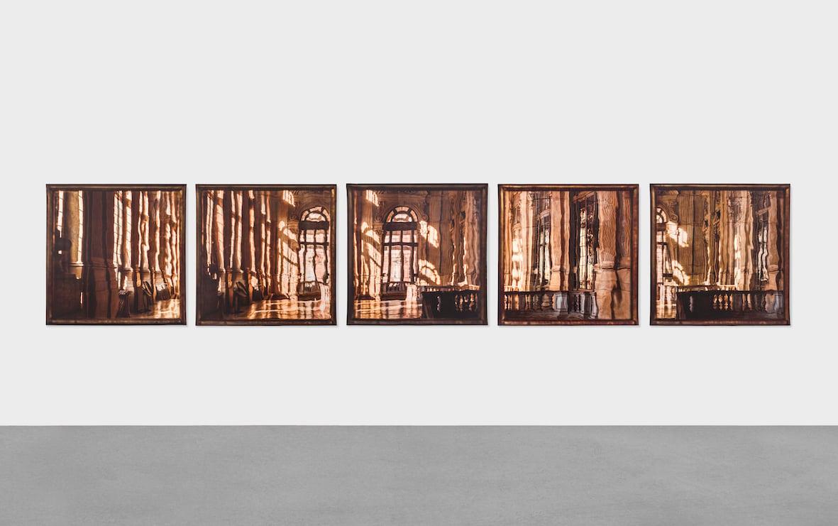 Elisa Sighicelli,Untitled (Polyptych), 2018 fotografia stampata su raso 125 x 685 cm