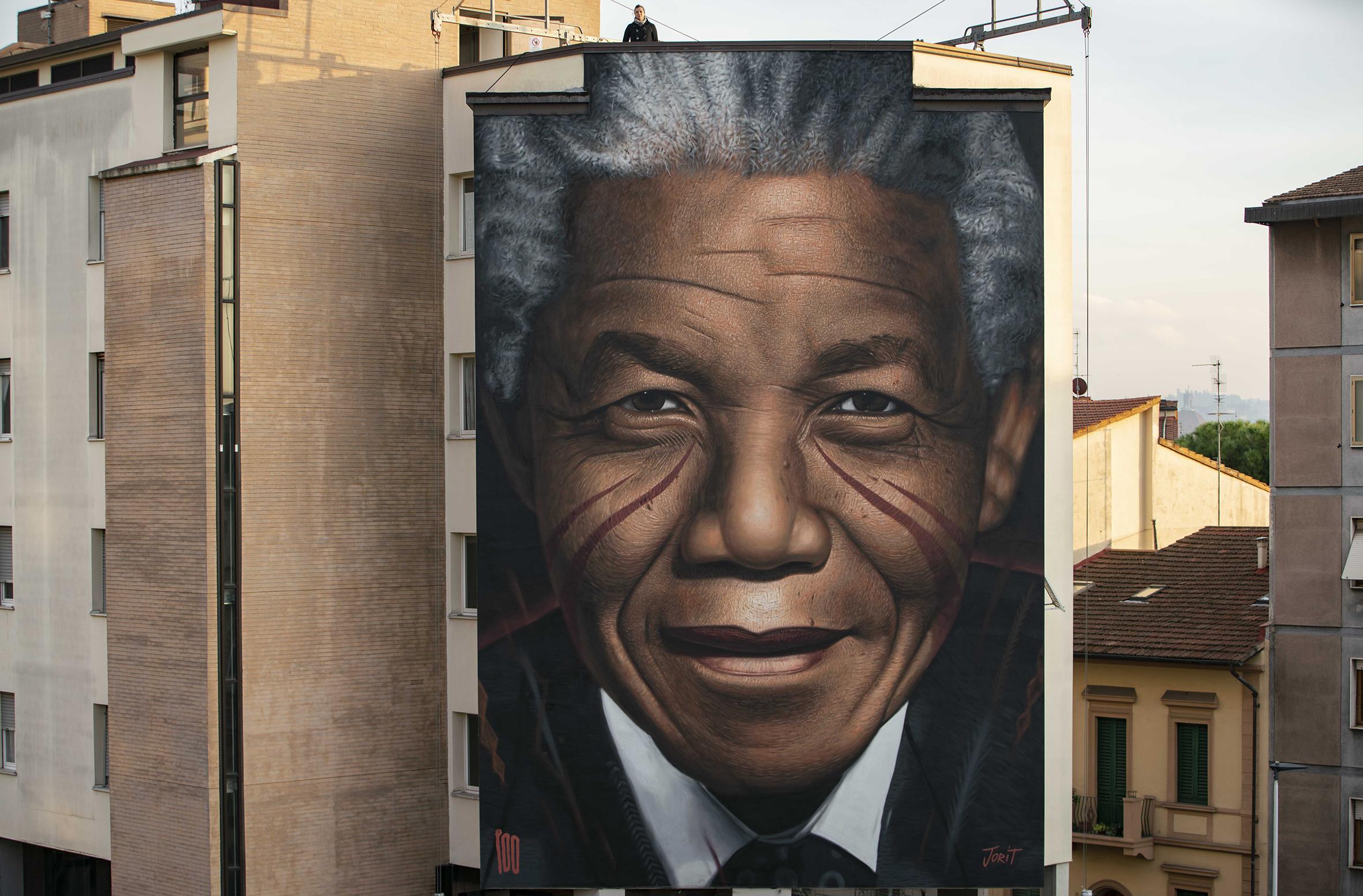 Il più grande murale di Firenze è dedicato a Nelson Mandela