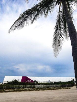 L'ingresso di Untitled, sulla spiaggia di Miami Beach.