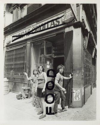 Richard Landry e Gordon Matta-Clark, FOOD, 1971, Fotografia vintage in bianco e nero scattata da Richard Landry, con interventi a pennarello di Gordon Matta-Clark. Courtesy Pedro Ruiz Cacho