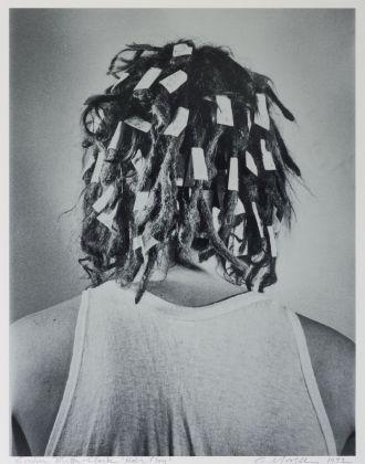 Carol Goodden, Hair Play, 1972, 12 fotografie stampate su gelatina d'argento, Foto di Carol Goodden. Courtesy Harold Berg