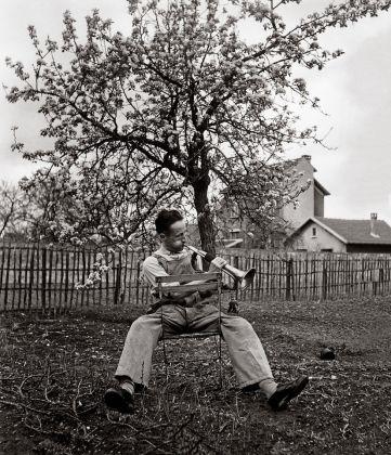 Le Clairon du dimanche, Antony, 1947 © Atelier Robert Doisneau