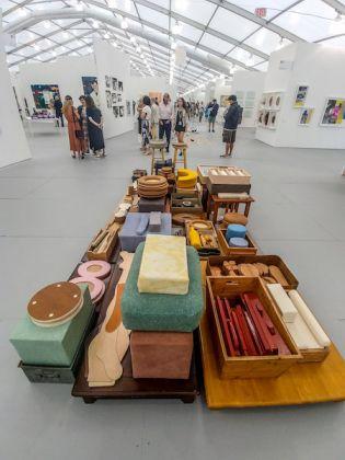 Una delle installazioni speciali all'interno della fiera. Backlot Contructions, di Per Duran.