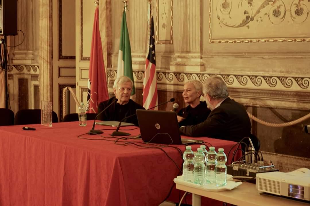 Da sinistra: Franco Zagari, Doriana Fuksas e Amedeo Schiattarella alla consegna del Premio alla Carriera a M. Fuksas. Roma, novembre 2018 Foto Fabio Grassi/Palazzo Taverna – Courtesy IN/ARCHLazio