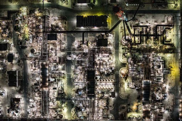 Taranto, 2015. Visione zenitale dell'Ilva, l'acciaieria più grande d'Europa con i suoi 15.450.000 metri quadrati di estensione; © Massimo Sestini