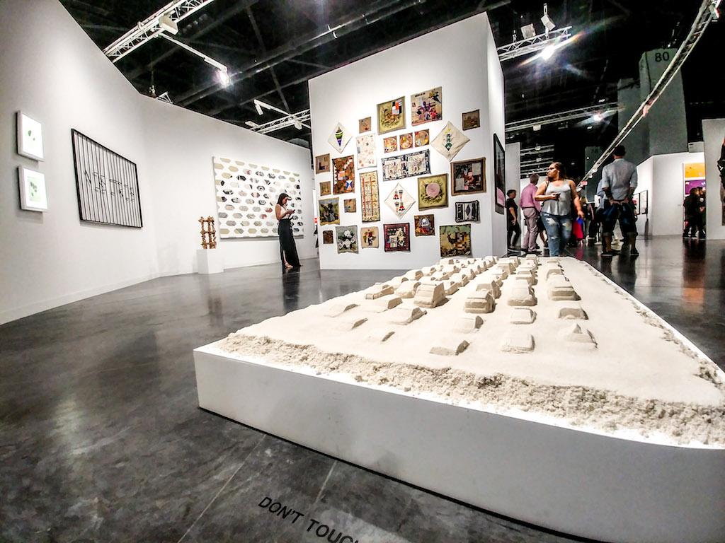 Lo stand di Ruth Benzecar ad Art Basel Miami Beach 2018