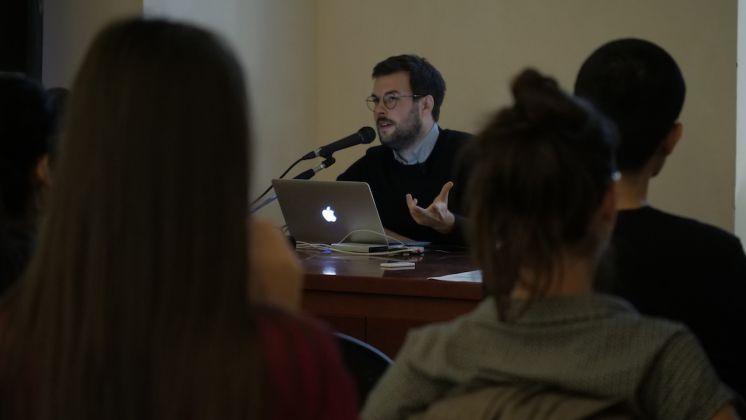 """Robert Leckie durante il workshop """"Ricerche sensibili"""" Q-Rated Lecce 2018. Foto Cliché, courtesy Fondazione La Quadriennale di Roma"""
