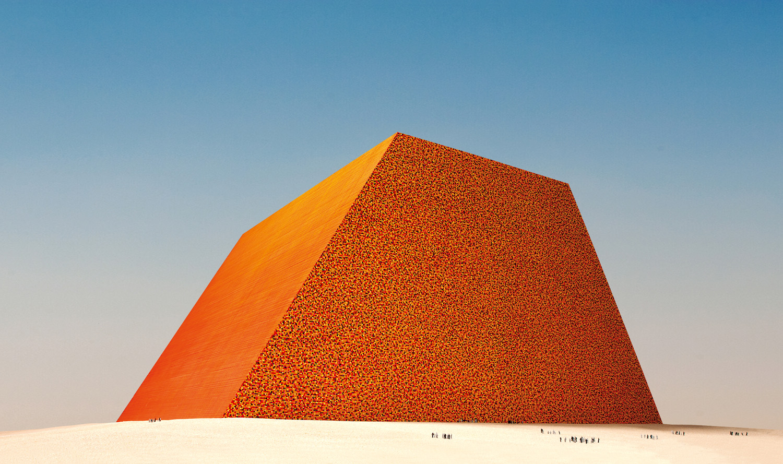 Christo, The Mastaba of Abu Dhabi (Project for United Arab Emirates), Scale model 1979, 82.5 x 244 x 244 cm, enamel paint, wood, paint, sand and cardboard. Photo: Wolfgang Volz © 1979 Christo