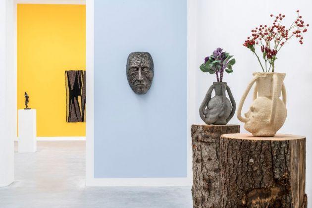Al dio ortopedico. Exhibition view at Galleria Gentili, Firenze 2018. Photo Ela Bialkowska OKNOstudio