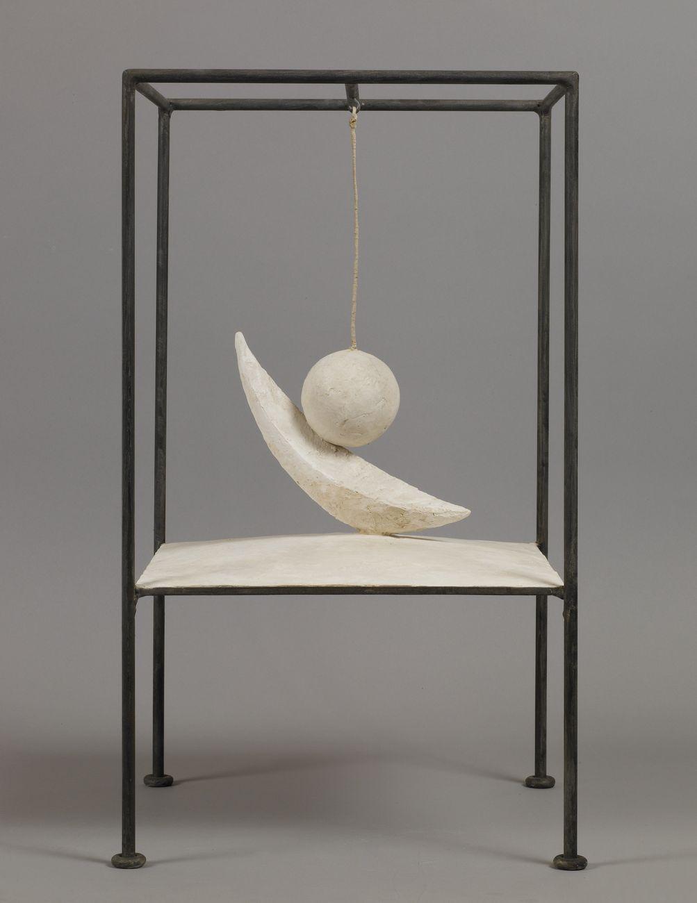 Alberto Giacometti, Boule suspendue, 1930 31 (versione del 1965). Fondation Giacometti, Paris © Succession Alberto Giacometti VEGAP, Bilbao 2018