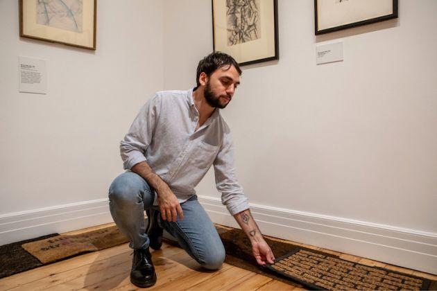 Alex Urso durante la serata di presentazione del progetto presso la Estorick Collection of Modern Italian Art, Londra 2018. Foto di Valentina Giora © ArtApartments