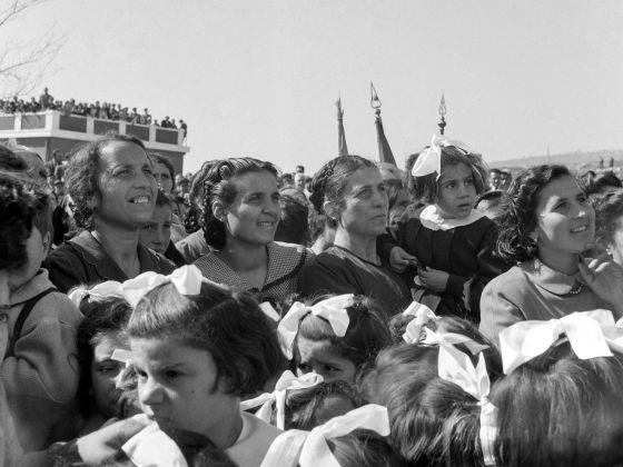Comizio di De Gasperi in Calabria, 1952. Photo Archivio storico Luce