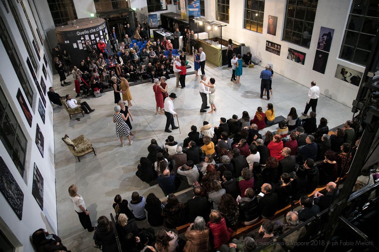 Dance Well, Oro. L'arte di resistere. Photo Fabio Melotti Lavanderia a Vapore
