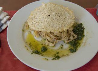 Fettuccine al ragù bianco di agnello e crosta di pecorino e menta di Sarra e Ferri. Ph. Giorgio Benni