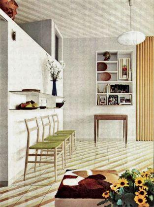 Gio Ponti, sistemazione del proprio appartamento nell'edificio di via Dezza 49, Domus 334, 1957, il tavolo da pranzo ripiegato addossato alla parete