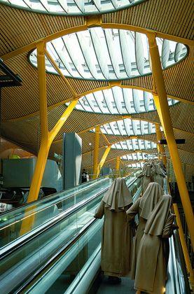 I lucernari centrali del Terminal 4 di Barajas, a Madrid. Photo credit Duccio Malagamba. Courtesy RSHP