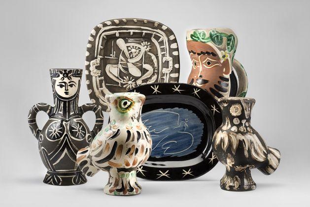 Alcune delle opere ceramiche di Pablo Picasso offerte in asta. Courtesy Il Ponte