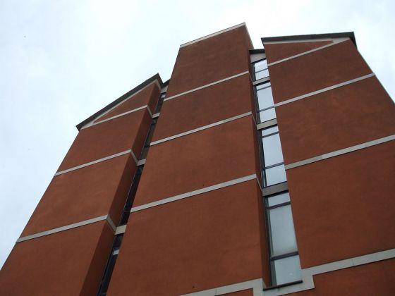 Ignazio Gardella, Facoltà di Architettura di Genova, facciata ovest. Photo Riotforlife, 2009 via commons.wikimedia.org