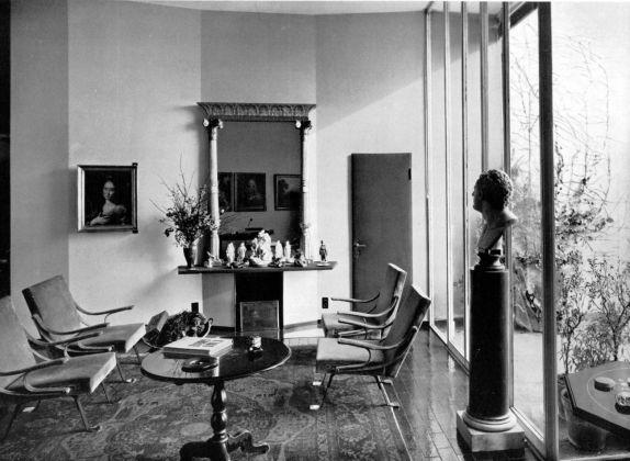 Ignazio Gardella, sistemazione del proprio appartamento nell'edificio di via Marchiondi 7, Domus n. 368, 1960, veduta del soggiorno col camino