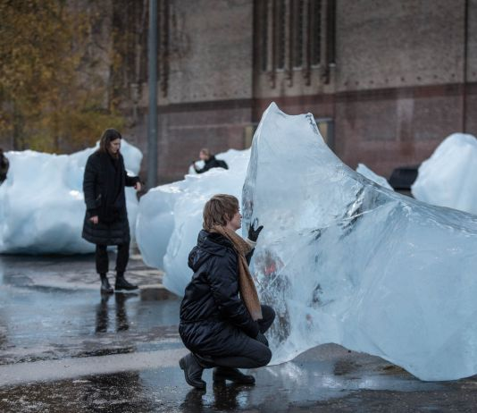 Ice Watch by Olafur Eliasson and Minik Rosing Supported by Bloomberg Installation: Bankside, outside Tate Modern, 2018 Photo: Justin Sutcliffe © 2018 Olafur Eliasson