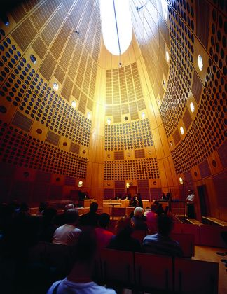 L'interno di una delle aule del Palais de Justice a Bordeaux di Richard Rogers. Photo credit Katsuhisa Kida. Courtesy RSHP