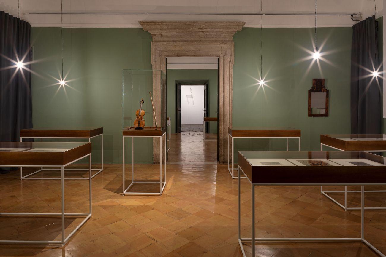 Le Violon d'Ingres. Installation view at Villa Medici, Roma 2018. Photo © Daniele Molajoli