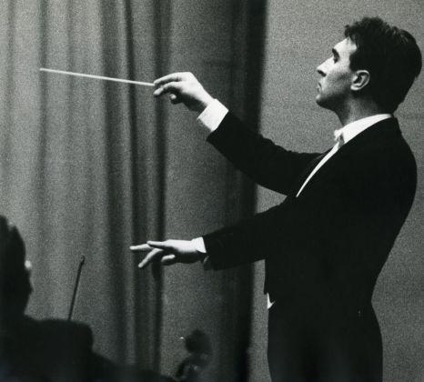 Lisetta Carmi, Claudio Abbado, Genova, 1963 © Lisetta Carmi. Courtesy Martini & Ronchetti