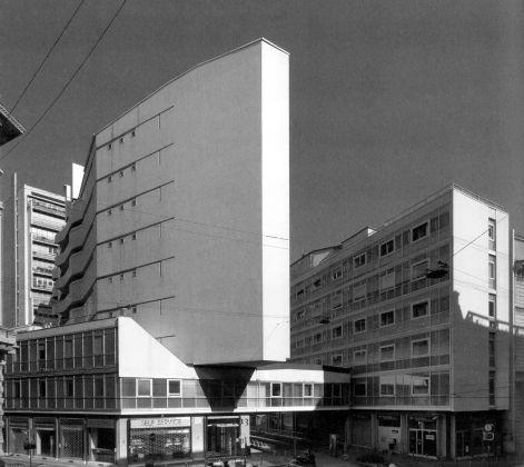 Luigi Moretti, Edificio per abitazioni in Corso Italia 13-17, Milano, 1949-56. Photo © Stefano Topuntoli