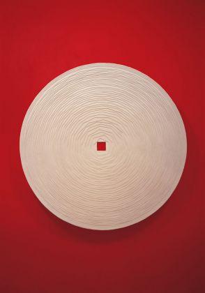 Marco Bagnoli, Fonte, 1994 1998, gesso, legno, diametro 180 cm, Base, Firenze 1998. Fotografia di Attilio Maranzano