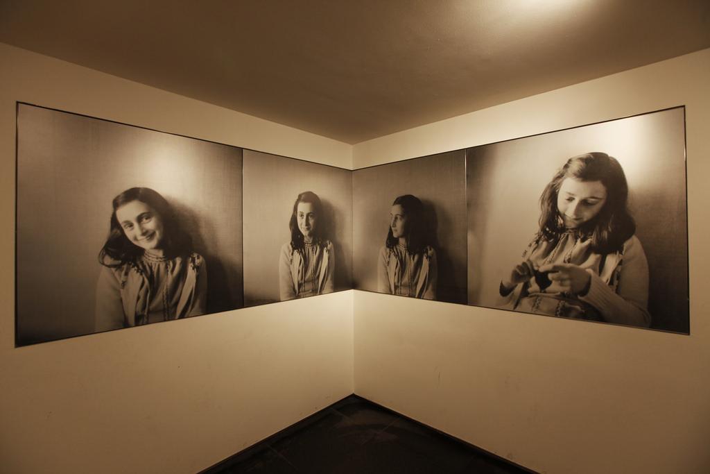 Museum presentation with photos of Anne Frank © Anne Frank House. Photographer Cris Toala Olivares