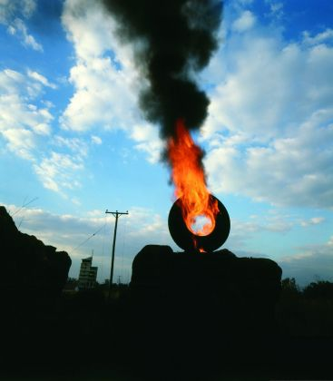 Paolo Canevari, Ring of Fire, 2005