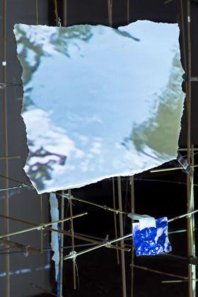 Sarah Sze, Centrifuge, 2017 (particolare). Installation view at Haus der Kunst, Monaco di Baviera 2017. Courtesy of the artist © Sarah Sze