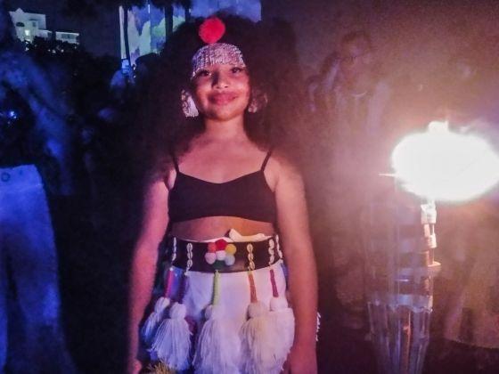 Una delle bambine che hanno partecipato alla performance di musiche e danze africane