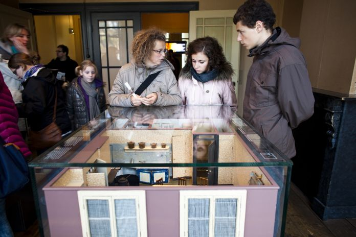 Visitors looking at scale models of the Secret Annex © Anne Frank House. Photographer Cris Toala Olivares