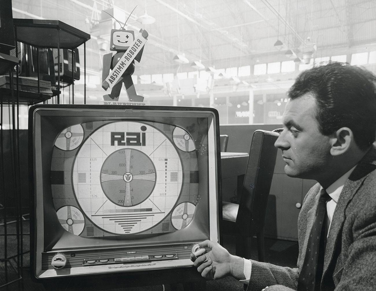 1959. Stand Blaupunkt alla Fiera Campionaria di Milano. Courtesy La Triennale di Milano