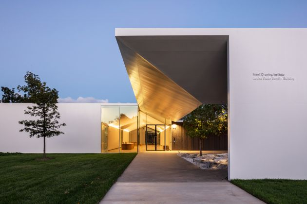 MENIL DRAWING INSTITUTE Louisa Stude Sarofim Building, West Elevation. Ph by Richard Barnes. All Images Courtesy the Menil Collection, Houston