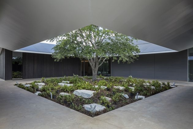 MENIL DRAWING INSTITUTE Louisa Stude Sarofim Building, East Courtyard. Ph by Richard Barnes. All Images Courtesy the Menil Collection, Houston