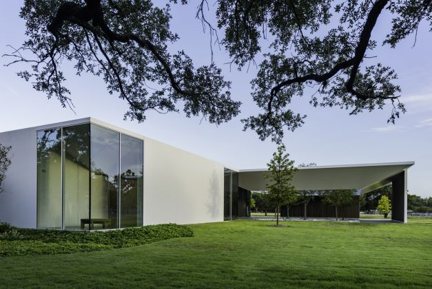 MENIL DRAWING INSTITUTE Louisa Stude Sarofim Building, North Elevation looking toward West Courtyard. Ph by Richard Barnes. All Images Courtesy the Menil Collection, Houston