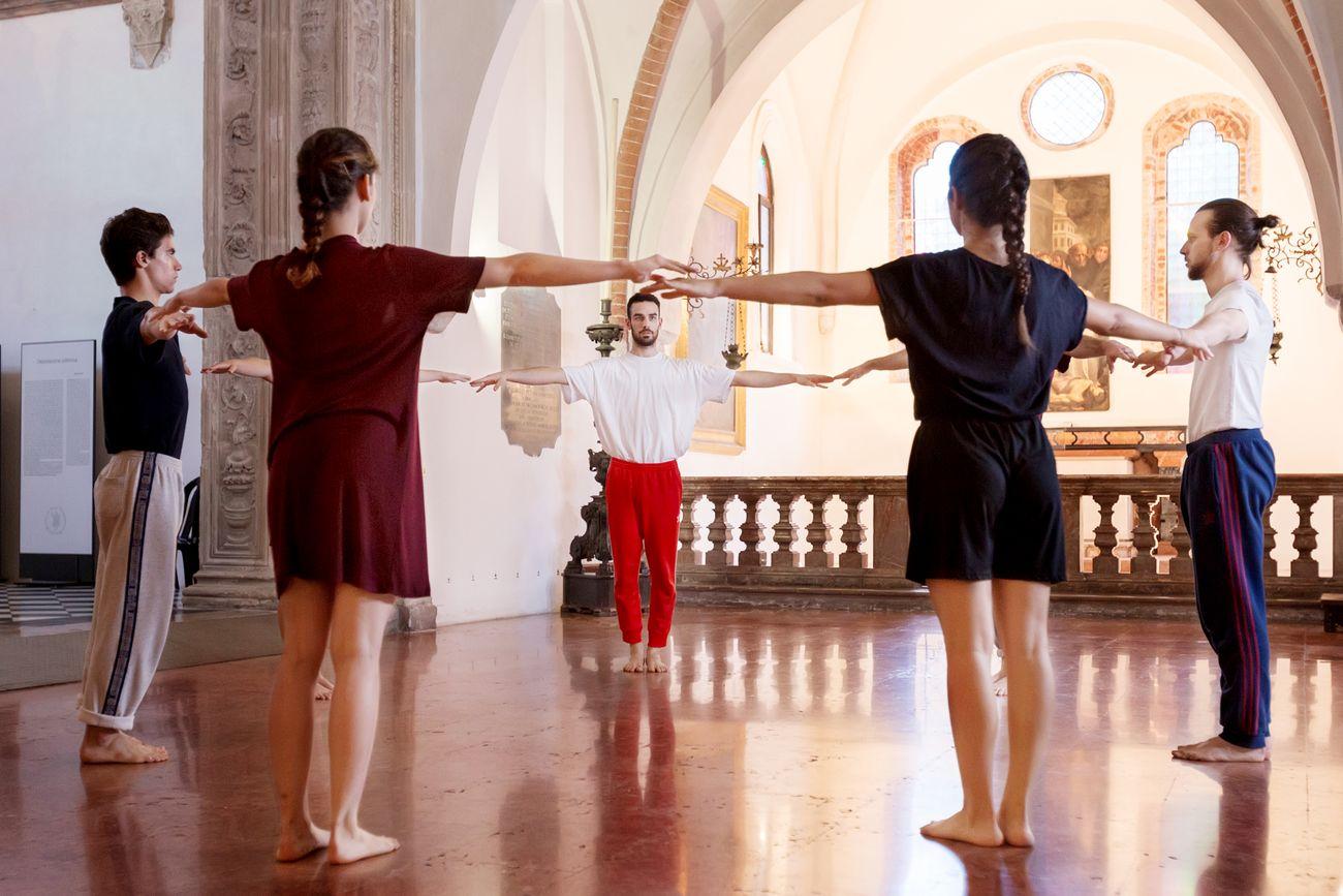 GianMarco Porru, Senza titolo (Molto vicino al cielo), 2018, performance presso la Cappella Portinari, Milano. Photo T space studio