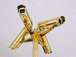 Halil Altındere, MOBESE (Gold Camera), 2011. Photo murat german 2011, courtesy the artist and PILOT Gallery, Istanbul