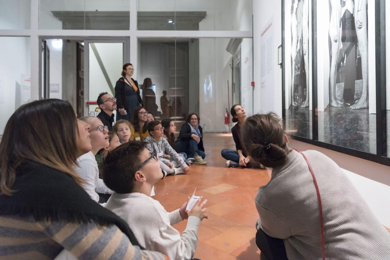 Laboratorio per famiglie durante la mostra Marina Abramović. The Cleaner. Courtesy Fondazione Palazzo Strozzi. Photo Giulia Del Vento