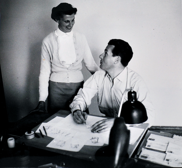 Luigi Pericle e sua moglie Orsolina (chiamata Nini) nello studio dell'artista