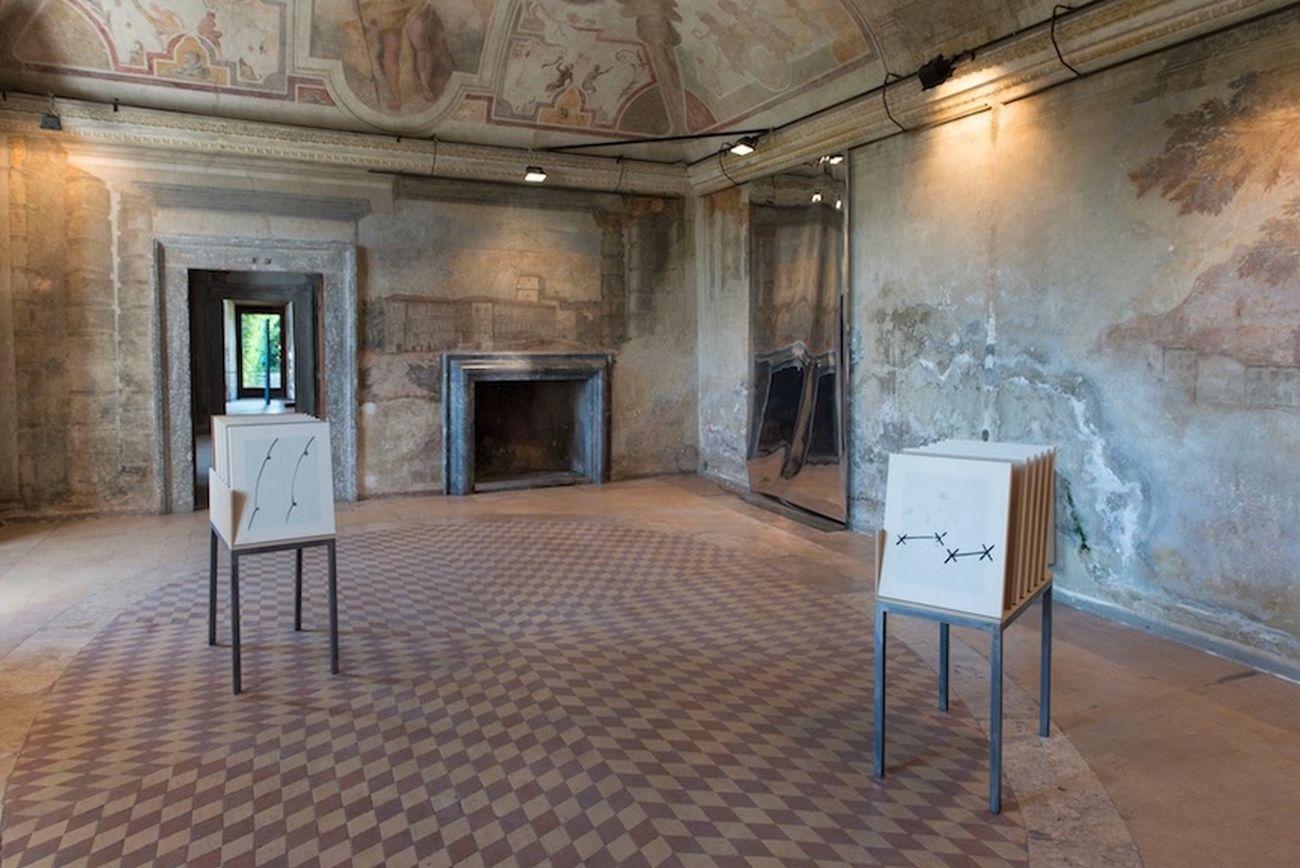 Riccardo Baruzzi, Porta Pittura, un cavallo libero uno con ostacolo e un ostacolo, 2015, Palazzo Rospigliosi, Zagarolo
