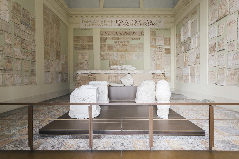 Tempio Capitolino di Brescia, foto di Giovanna Silva dei quattro edifici in mostra. Courtesy la Triennale di Milano