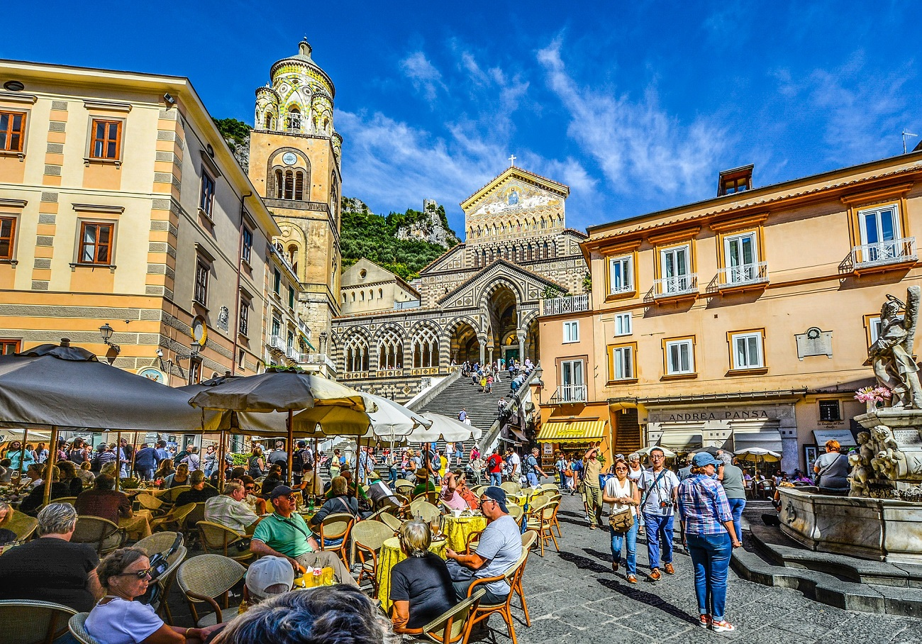 Turisti ad Amalfi. Ph. by Pixabay